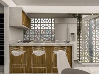 Casa Naranjo: Cocinas de estilo  por KINI ARQUITECTOS