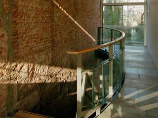 Restauratie en verbouw monumentaal woonhuis Amsterdam Moderne gangen, hallen & trappenhuizen van Hugo Caron Architecten bna Modern