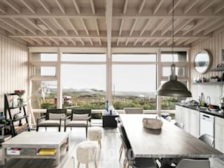 Salon moderne par MACIZO, ARQUITECTURA EN MADERA Moderne Bois Effet bois