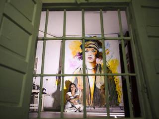 Icons & Idols Salones de estilo moderno de monicajimenoarte Moderno