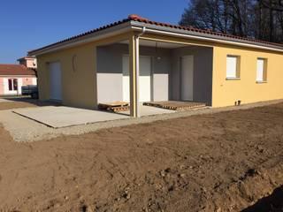 Maison de plain pied Maisons modernes par Créaxia Moderne