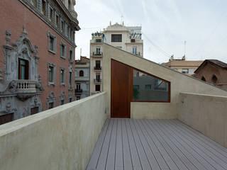 POUET, rehabilitación integral en el Centro de Valencia juan marco arquitectos Balcones y terrazas de estilo moderno