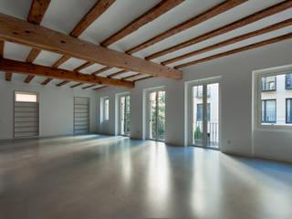 POUET, rehabilitación integral en el Centro de Valencia juan marco arquitectos Salones de estilo moderno