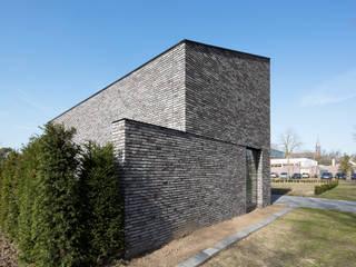 Minimalist bedroom by Joris Verhoeven Architectuur Minimalist