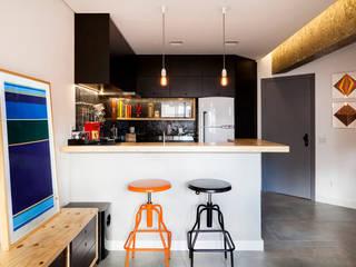 Loft São Paulo: Salas de jantar  por Tripper Arquitetura,Moderno