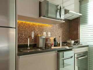 AP.53 - Paraíso - SP: Cozinhas  por Larissa Nahum Arquitetura.Interiores,Moderno