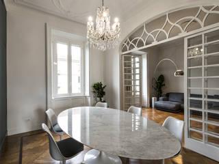 CLASSIC MATTERS: Sala da pranzo in stile  di Tommaso Giunchi Architect