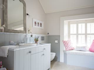Country Manor Bathroom Classic style bathroom by Thompson Clarke Classic