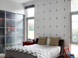 San Carlos Midcentury Modern Remodel:  Bedroom by Klopf Architecture