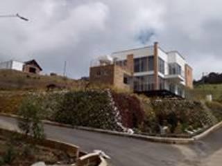 CASA 86 A PARCELACION SAN LUIS:  de estilo  por TORO VARGAS Asesoria & Construccion s.a.s