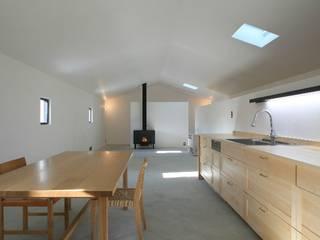 吉根の家: TOMOAKI  UNO  ARCHITECTSが手掛けたダイニングです。