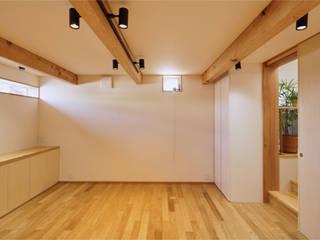 かるな鍼灸院: 大類真光建築設計事務所が手掛けたオフィススペース&店です。