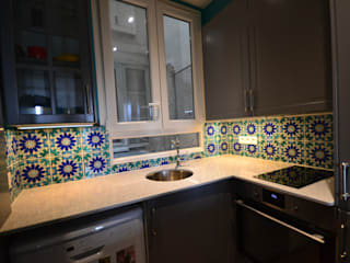 Rénovation et aménagement d'un appartement de 60 m² Cuisine classique par Agence VOLUMES & SURFACES Classique