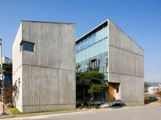 Casas modernas de 수목피엠 Moderno