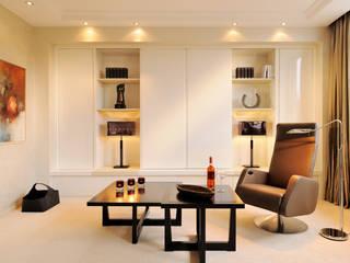 Hunke & Bullmann Ruang Keluarga Modern Beige