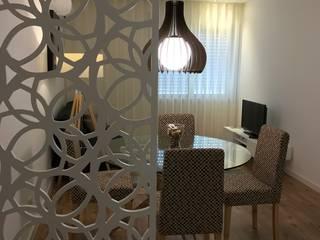Pasillos, vestíbulos y escaleras de estilo ecléctico de Alma Braguesa Furniture Ecléctico