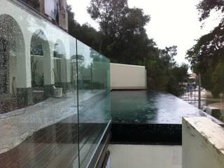 Reabilitação de Moradia no Estoril:   por MLeP - Marisa Lima Estudos e Projectos de Arquitectura Lda.