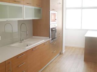 Remodelação de Cozinha_Belsolar: Cozinhas modernas por Belsolar Lda