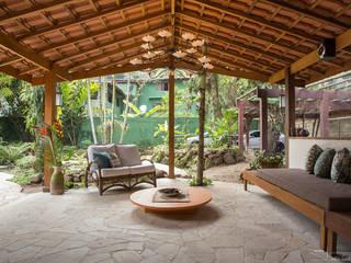 Гостиная в . Автор – SET Arquitetura e Construções, Тропический