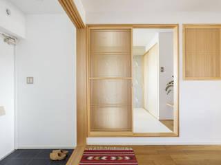 Couloir et hall d'entrée de style  par 株式会社ブルースタジオ, Moderne