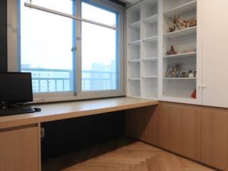 독산동 롯데캐슬 골드파크 42평 아파트 인테리어: 홍예디자인의  서재 & 사무실