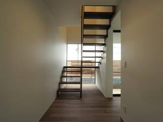 宝塚の家_太陽を取り込む家 北欧スタイルの 玄関&廊下&階段 の 近藤晃弘建築都市設計事務所 北欧