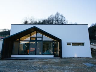 Casas de estilo  por bomhousing, Moderno