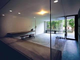 Phòng học/văn phòng phong cách tối giản bởi 本晴設計 Tối giản