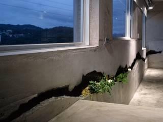 Hành lang, sảnh & cầu thang phong cách tối giản bởi 本晴設計 Tối giản