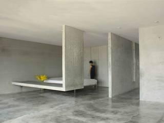 清水模量體騰空離地,一物多用,貫徹少物的無束和自在。:  臥室 by 本晴設計