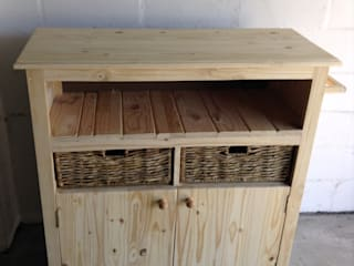 Kitchen Roller Unit: rustic  by Pallet Furniture Cape Town, Rustic