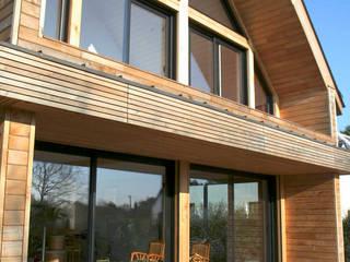 Baies vitrées en aluminium: Terrasse de style  par Serplaste