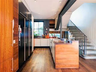 Projekty,  Korytarz, przedpokój zaprojektowane przez APT Renovation Ltd