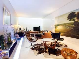 Projekty,  Salon zaprojektowane przez APT Renovation Ltd