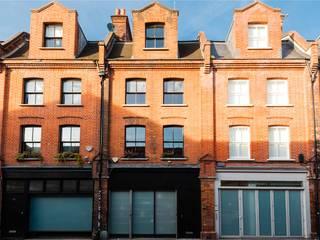 Projekty, nowoczesne Domy zaprojektowane przez APT Renovation Ltd