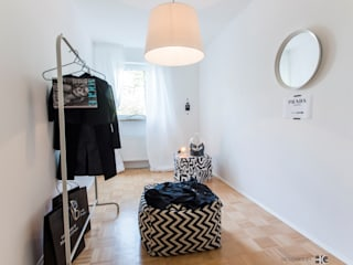 Scandinavian style dressing rooms by Münchner home staging Agentur GESCHKA Scandinavian