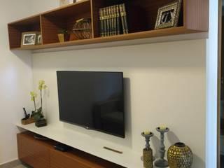 Casa dos Armários Living roomCupboards & sideboards MDF Beige