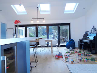 Kitchen by ED Architecture LTD