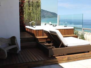Modern balcony, veranda & terrace by Rafael Mirza Arquitetura Modern