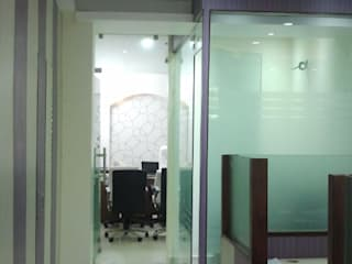Office project in Malviya nagar, New delhi:  Walls by The plan design and construction