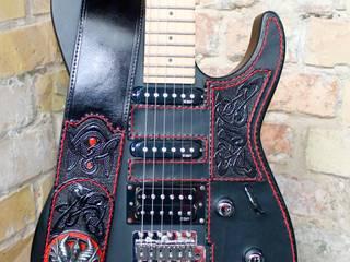 Leder Gitarre:   von Merlin-Style