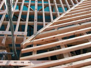 振隅の屋根と木製ハイデッキ クラシカルな 家 の 木造トラス研究所・株式会社 合掌 クラシック