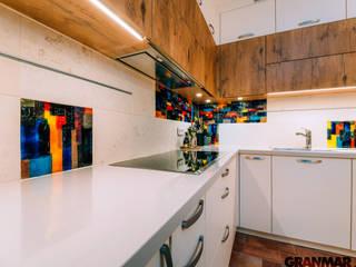 GRANMAR Borowa Góra - granit, marmur, konglomerat kwarcowy Cocinas de estilo ecléctico Cuarzo Beige