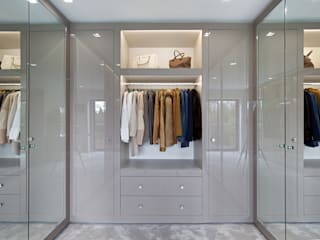 Mulberry Closets modernos por The Wood Works Moderno Vidro