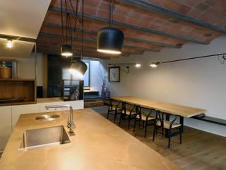 Rehabilitación integral de vivienda unifamiliar Comedores de estilo mediterráneo de HD Arquitectura d'interiors Mediterráneo
