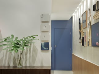 Modern Corridor, Hallway and Staircase by PKB Arquitetura Modern