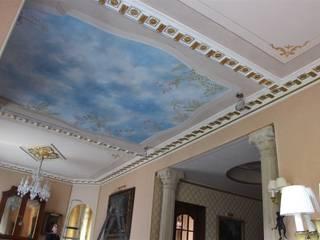 Soffitti decorati: Soggiorno in stile in stile Classico di Colori nel Tempo - decorazioni pittoriche