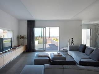 Proyecto integral de vivienda en el mar Salones de estilo minimalista de HD Arquitectura d'interiors Minimalista