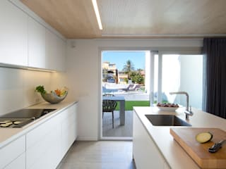 Minimalistische keukens van HD Arquitectura d'interiors Minimalistisch