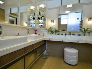 Tiede Arquitetos Modern Bathroom MDF White